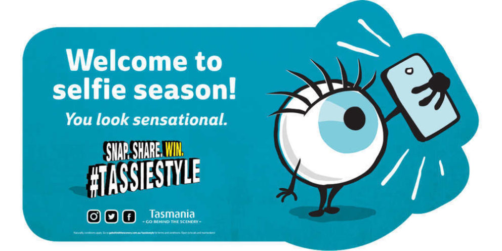 TassieStyle Floor sticker with text: Welcome to selfie season